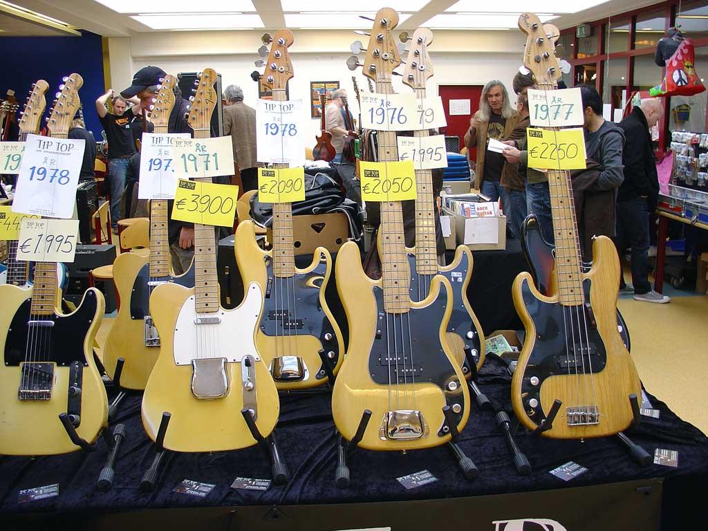 vintage guitar show oldenburg 2010 - the booth of the swedish guitar shop tiptop