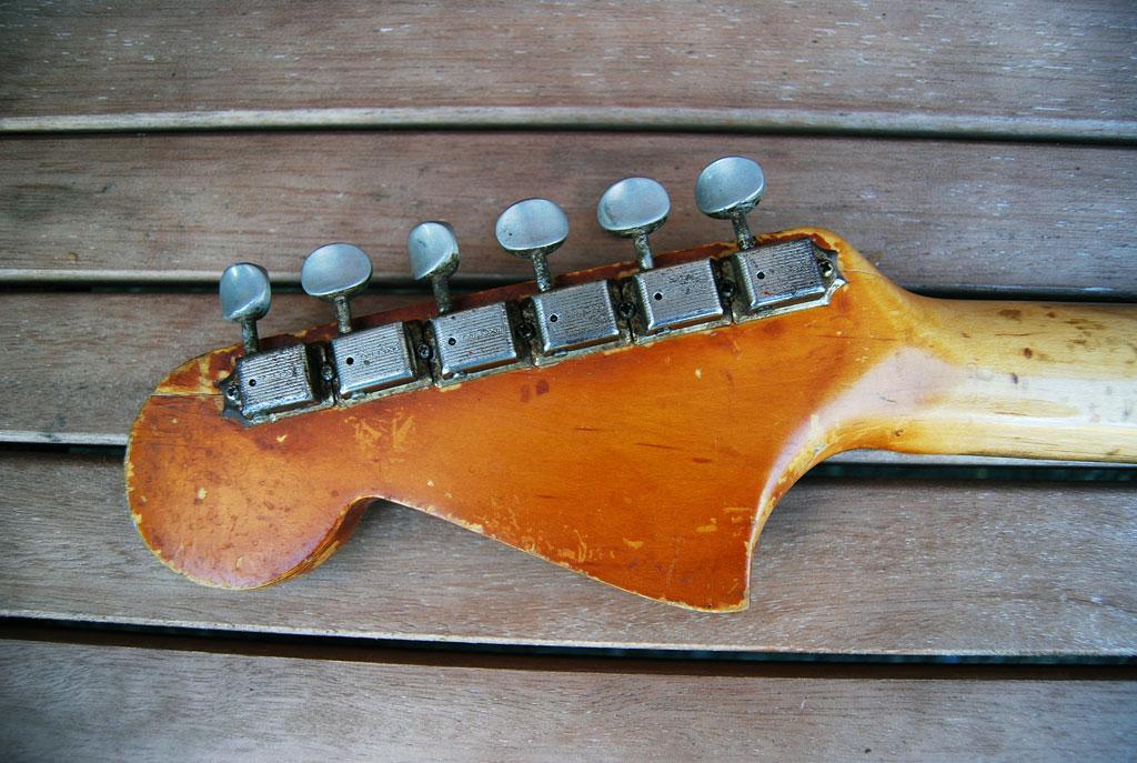Fender Jaguar Kopfplatte aus 1964 - Rückseite