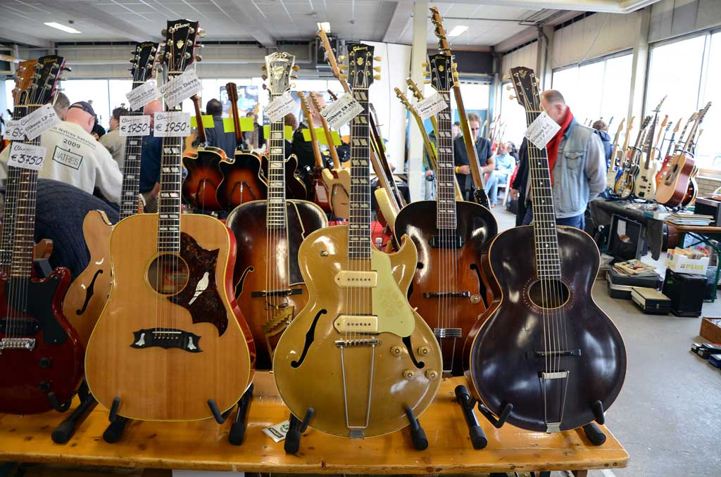 vintage guitar show veenendaal march 2011 - the booth of charlee guitars