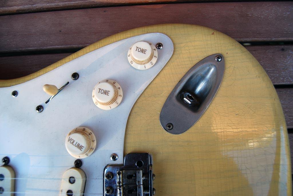 fender stratocaster 1957 blonde refinished - input jack